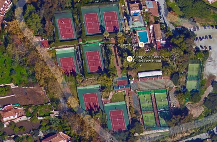 Lew Hoad tennis academy nearby.