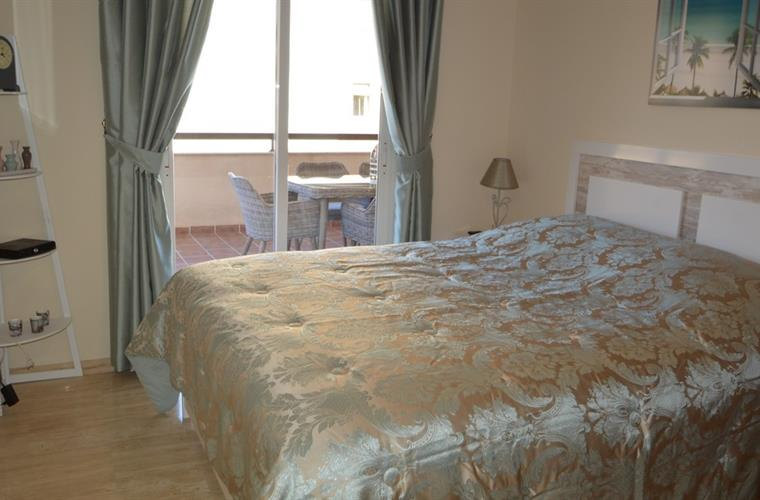 Double bedroom with direct access to the terrace