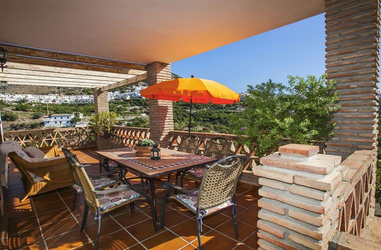 Patio with views to Frigliana