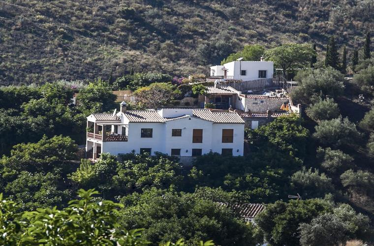 Villa as seen from opposite of the vallet