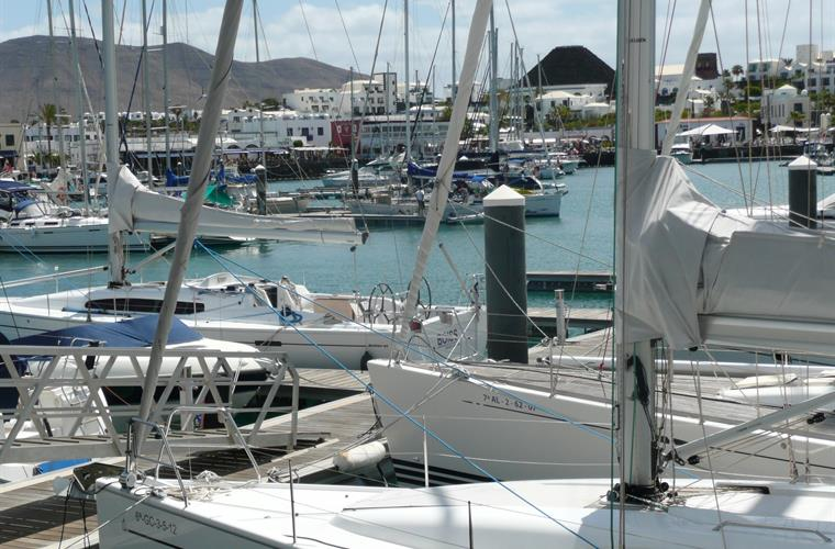 Marina Rubicon 150 meters Bars, Shops and Restaurants.