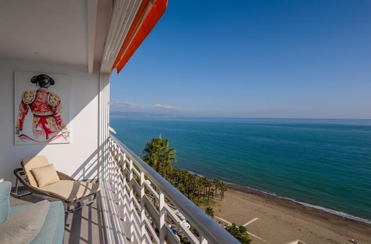 Luxury apartment with spectacular view on sea, beach, promenade.