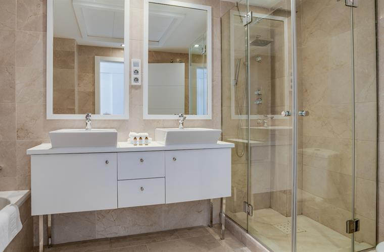 The main bathroom has  separate shower and bathtub