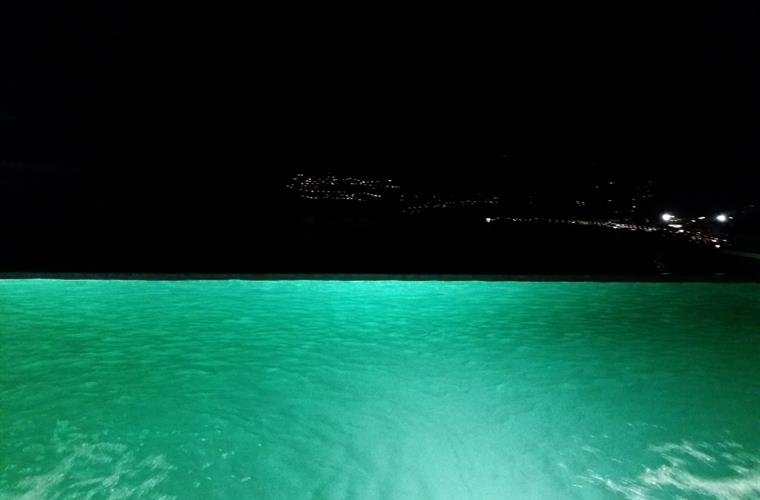 PISCINA ILUMINADA / POOL WITH LIGHTS ON