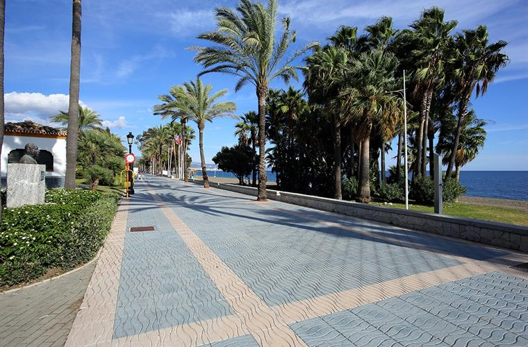 promenade walk along the beach very close to villa