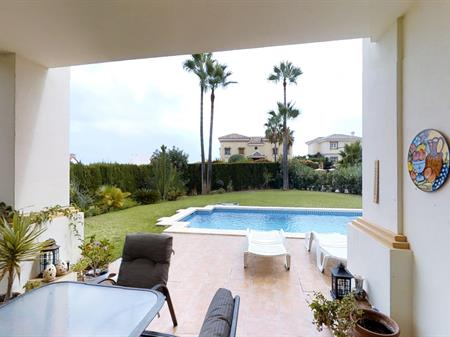 Reserve your holiday rental home in Urb Jardin Botanico(La ...