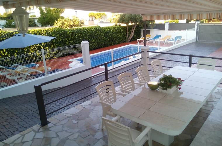 BIG TERRACE FOR 12 PEOPLE INFRONT OF THE POOL