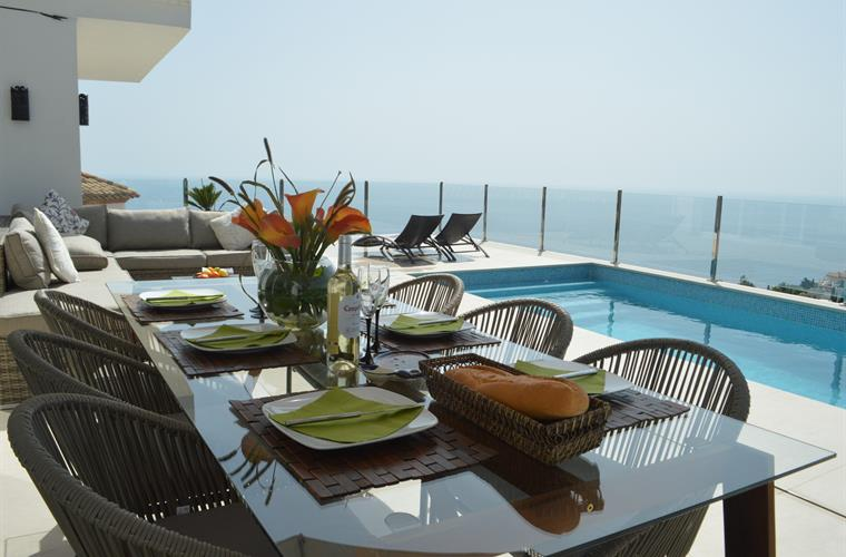 Al fresco dining overlooking the Med.