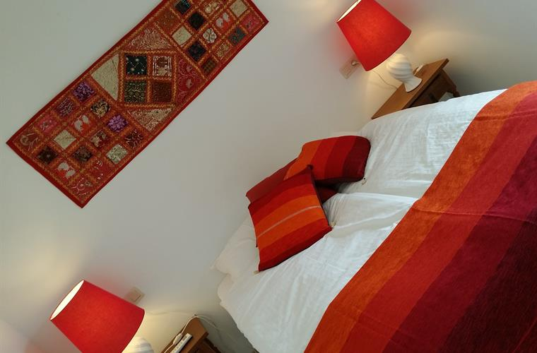 The Red Room - One double bed, pool, castle and mountain views.