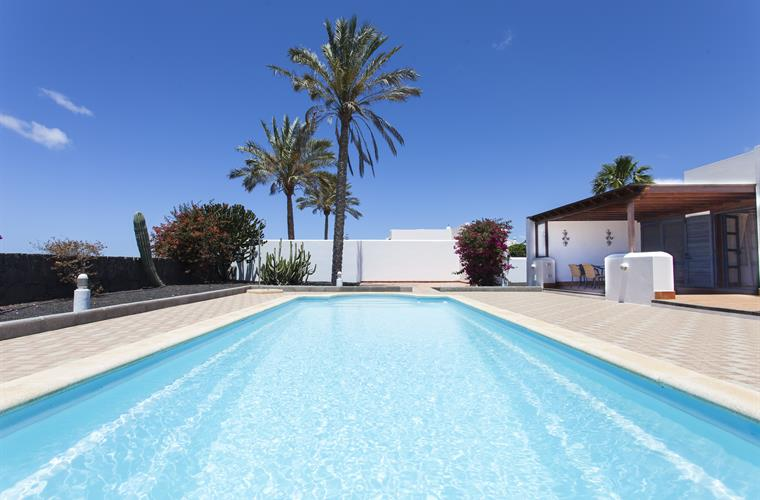 Large 11 m x 4 m Pool Villa Roma Playa Blanca Costa Papagayo
