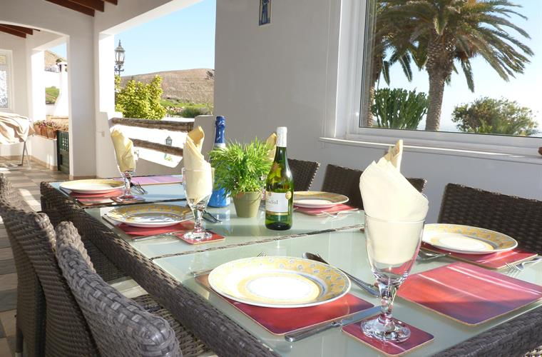 Dine on the covered terrace - Villa Antonio
