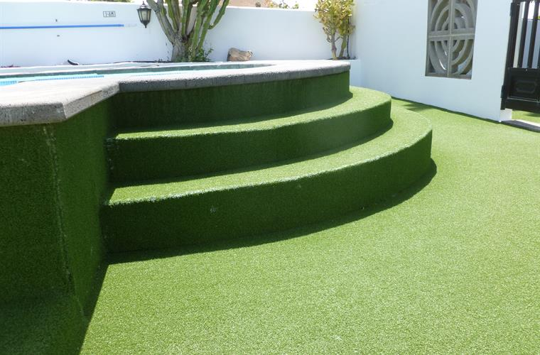 Safer , better Astro turf pool side - Villa Antonio