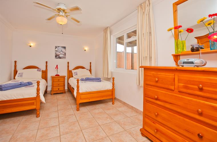 One of two twin bedrooms - Villa Antonio