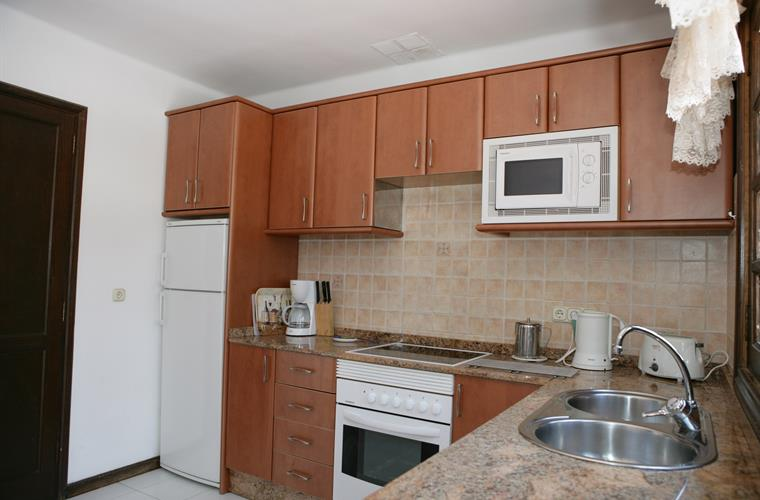 Kitchen with all mod cons including dishwasher