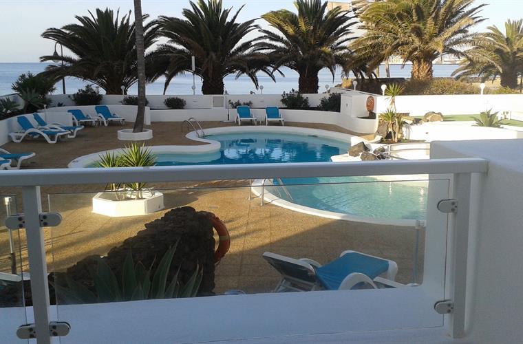 Beautiful pool and sea view from the terrace .Hamacas and sunbeds.