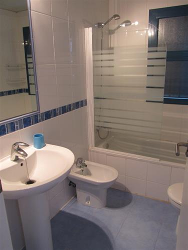 Shower over bath, toilet, sink and bidet.  Towels provided.