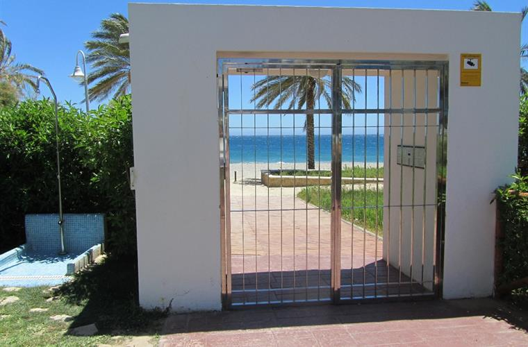 Entrance to beach from apartment building. Direct access.