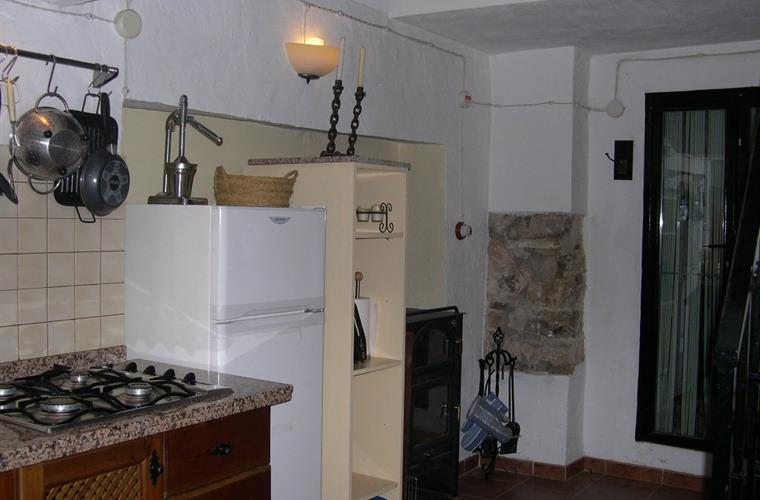 Kitchen (leading to pool)