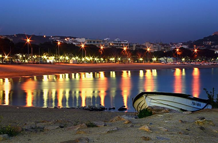 Sant Feliu de Guixols beach by night