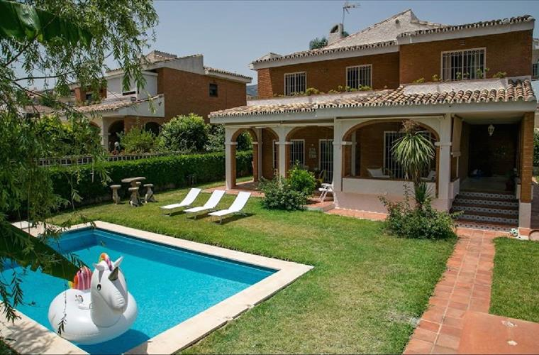 Quick Overview. 4 Bedrooms Holiday Villa Rental In Torremolinos ...