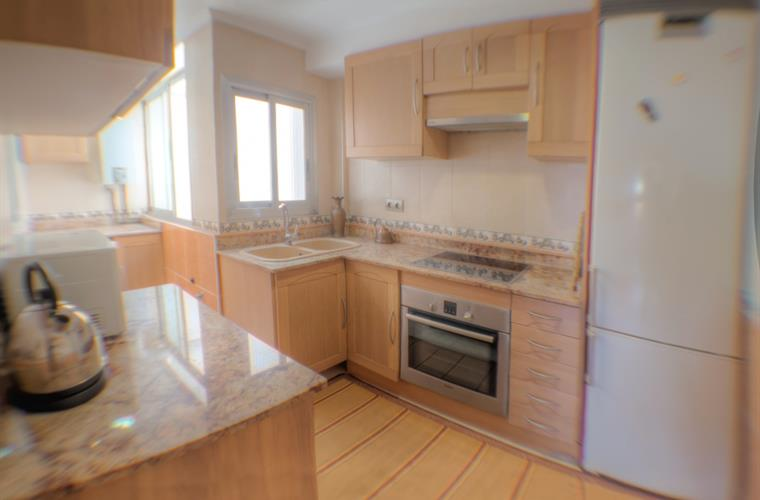 Holiday apartment for rent in valencia city la malvarosa for 2 kitchen homes for rent