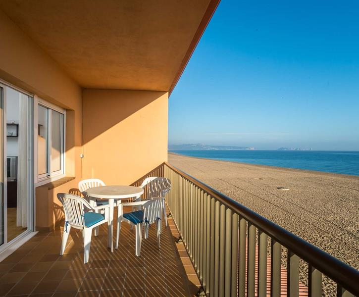 Terrace with views of the beach