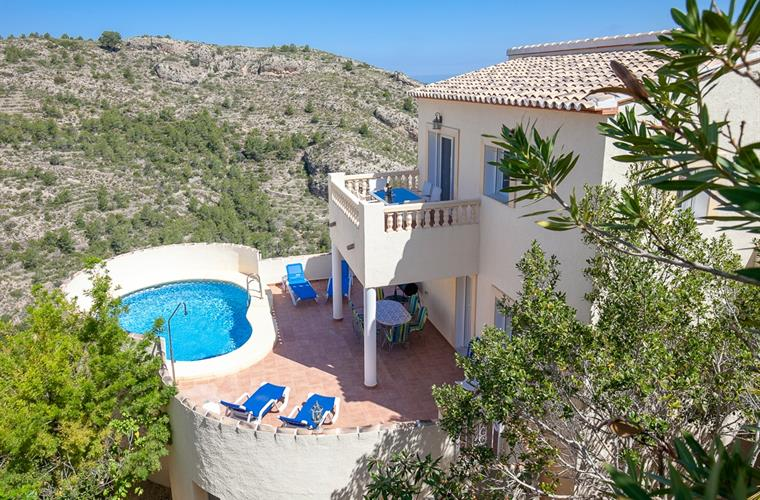 The villa is in a peaceful and quiet setting; Enjoy the views!
