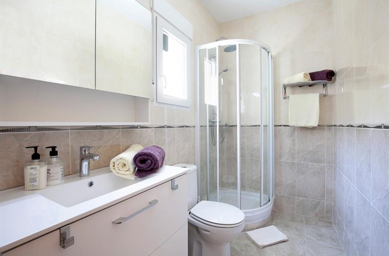 Modern shower-room with airconditioning and heating
