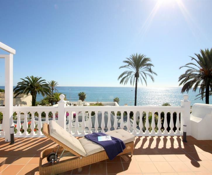 the perfect place for a sunbath with direct seaviews