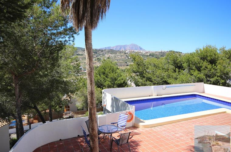 Extensive pool terrace. Plenty space for sun loungers provided.