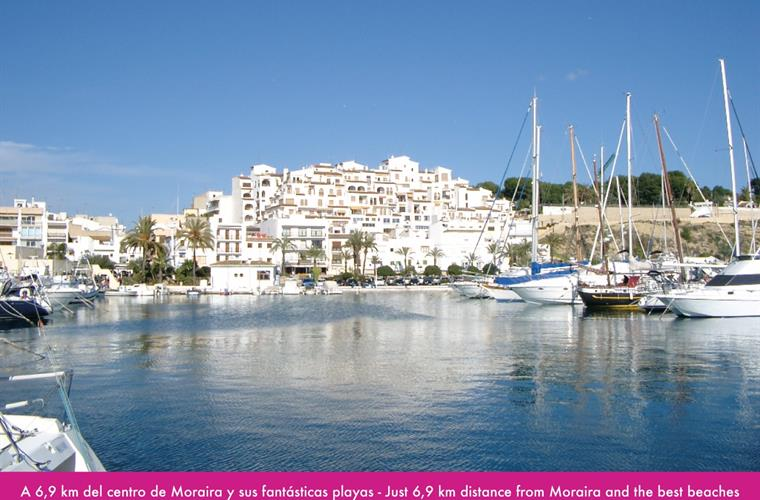 6,9 km distance from Moraira and the best beaches
