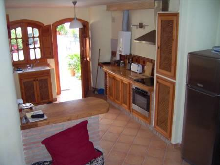view of well equipped kitchen with chestnut worktop and cooker/hob