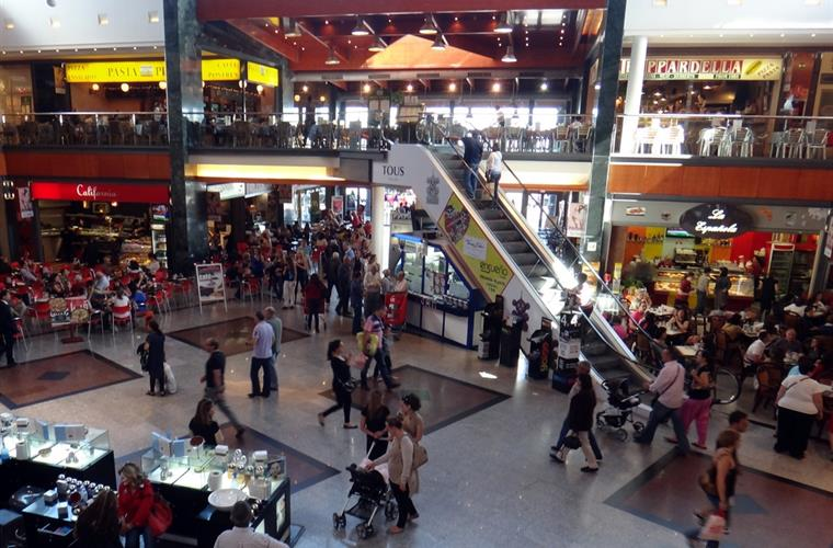 La Caniada Shopping Mall close to Marbella and a 10 minute drive