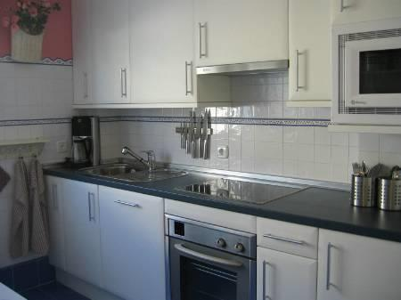 Fully equiped Kitchen with Dining Table