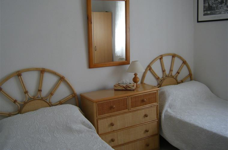 Bedroom one twin beds ensuite bathroom with bwdroom two
