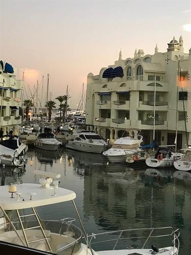 Luxury apartment on the worlds best Marina