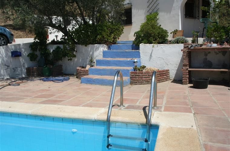 access to the pool from the villa