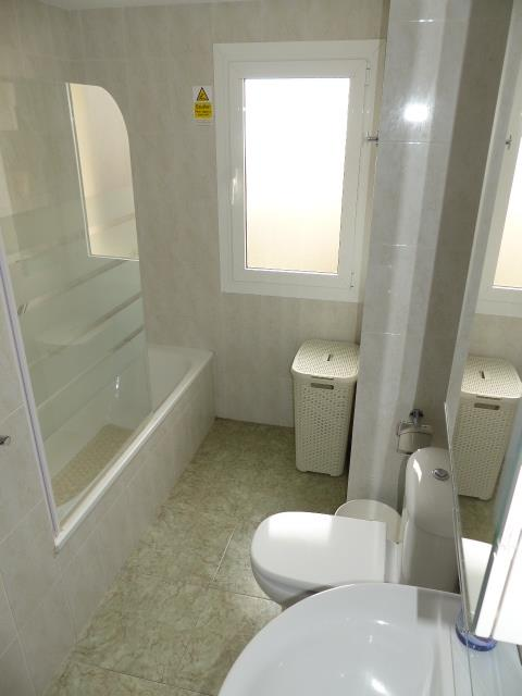 Ensuite Bathroom to Bedroom 1 (Nov 2017)