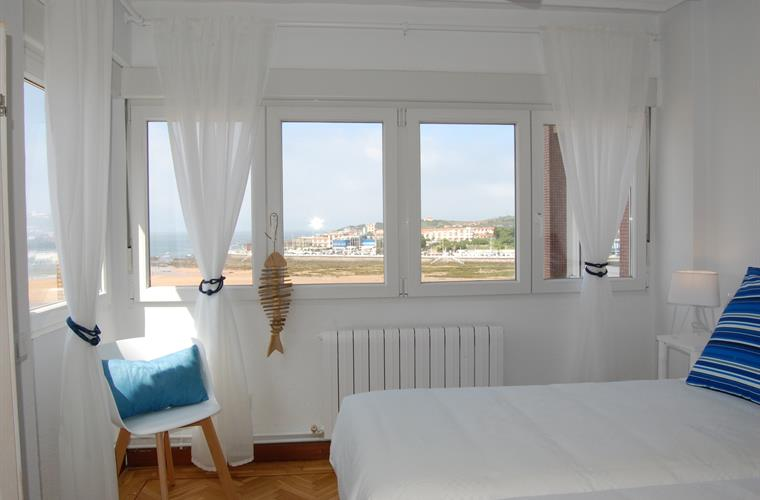 Bedroom 3 - Over the beach...