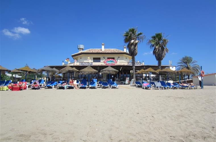 many restaurants on the beach