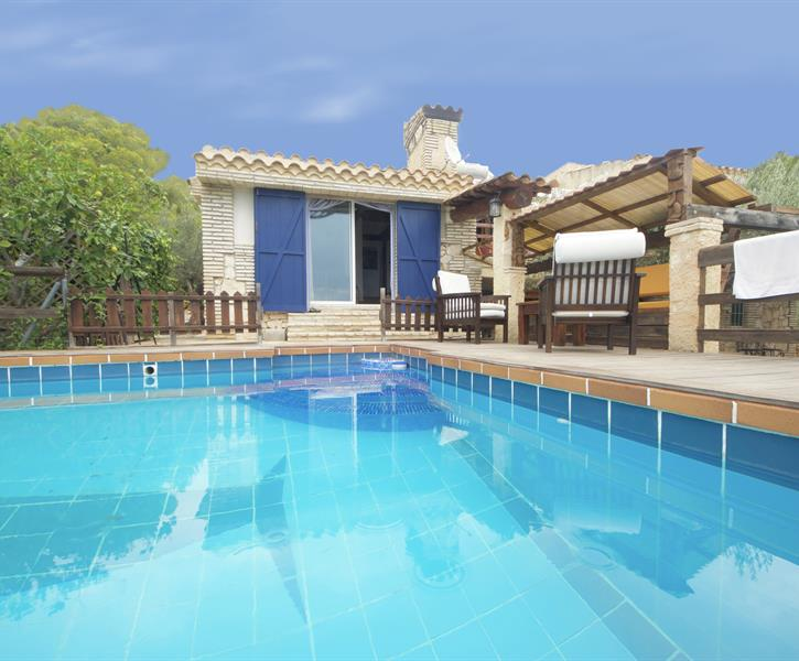 Villa Galleon - pool and holiday home