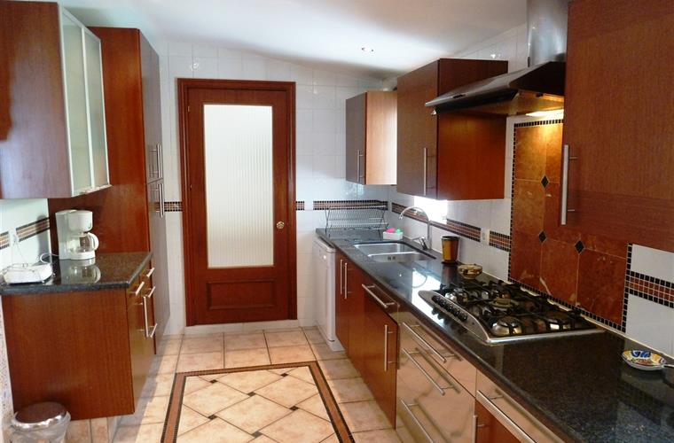 Bright & Beautiful large kitchen can easily accommodate 3 cooks
