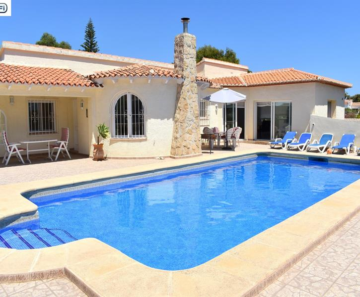 The terrace with the large pool of this beautiful villa in Javea