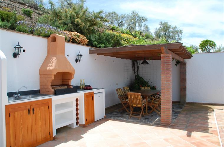 Summer kitchen and covered pergola, ideal for al fresco dining.