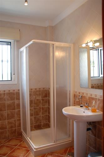 En-suite shower room (Second double bedroom).