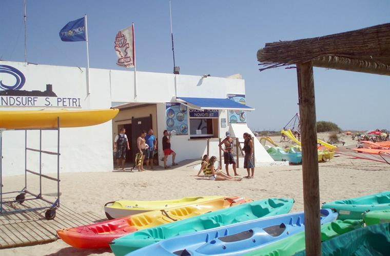 Watersports for adults and children in Sancti Petri Port