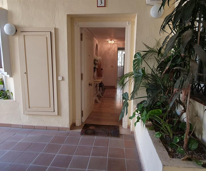Entrance to the apartment.