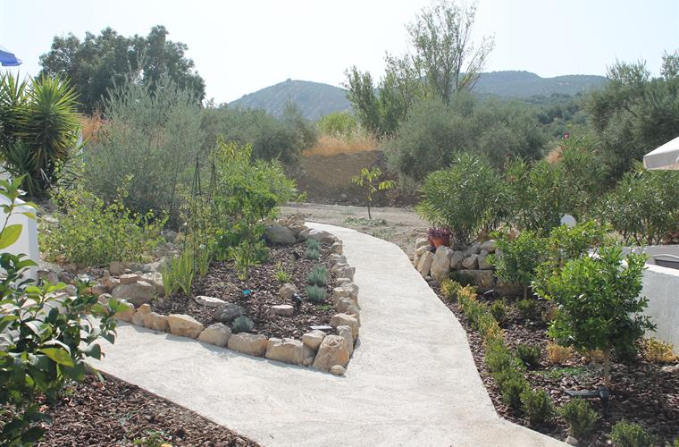 EASY ACCESS PATHS AND GARDENS