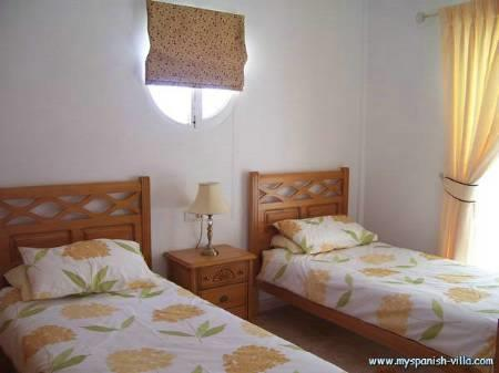 Double bedroom with twin beds