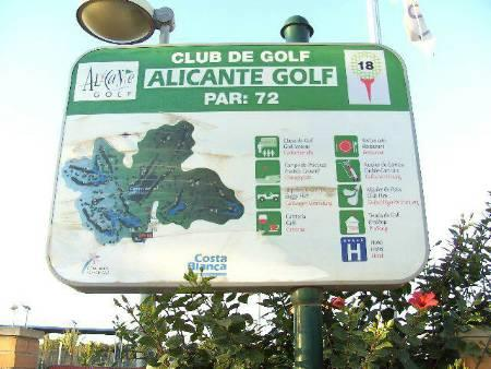 Golf court 18 holes on walking distance